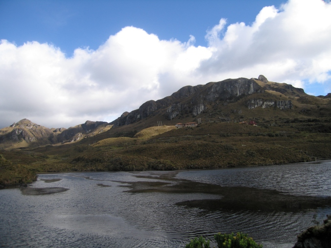 Ranger station and refugio from across Laguna Toreadora